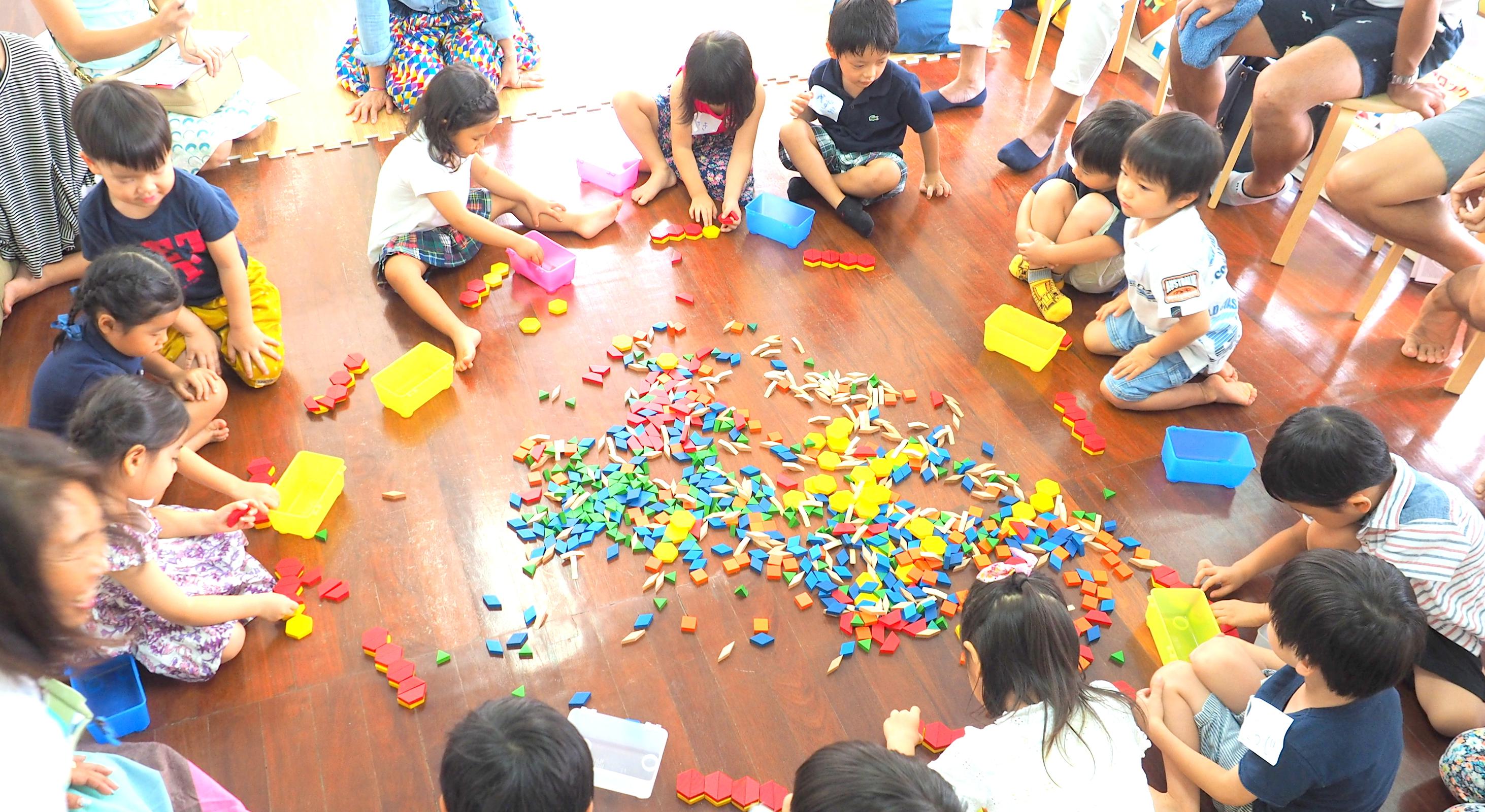【ニコラボニュース】 ひめままバンコク特別開催イベント 「パターンブロック」自由体験 開放日!นิตยสาร nico labo นําเสนอกิจกรรมพิเศษ Himemama Bangkok เปิด  ประสบการณ์การเรียนรู้อย่างอิสระกับ Pattern Blocks