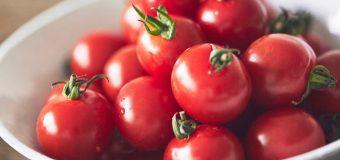 [STORE] 砂糖も塩もつかわない、フルーティなトマトの甘みをどうぞ。「びじんトマトジュース」